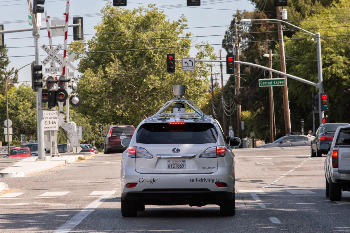 Как беспилотный автомобиль Google видит дорогу