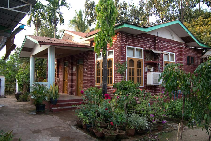 О жилье на просторах Мьянмы...